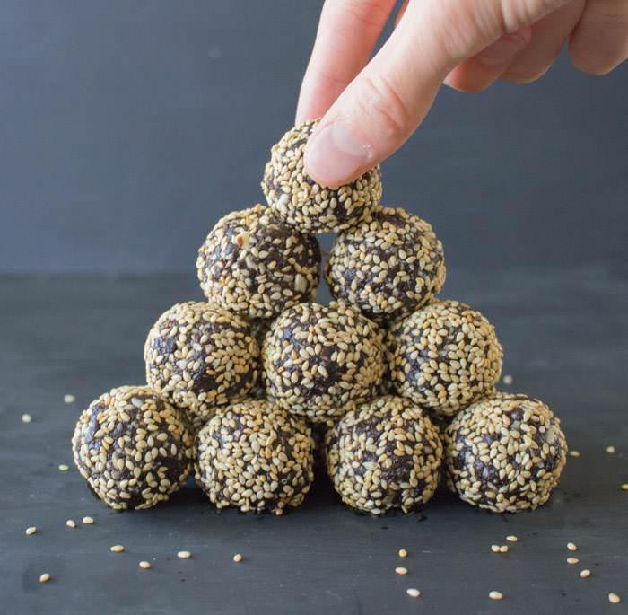 Sesame_Balls_Hand