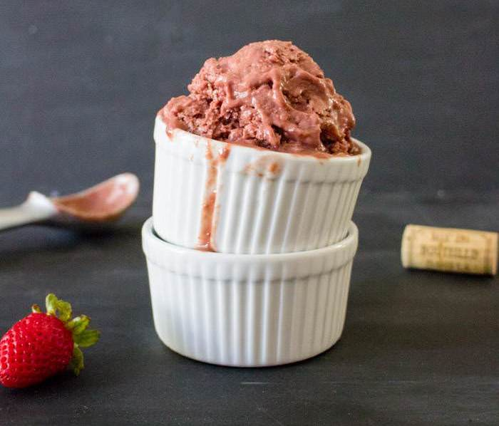 Strawberry_Ice_Cream_Dish